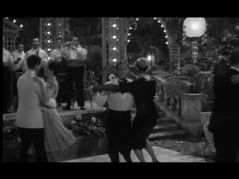 Some like it hot - Just Tango no Monroe Some Like It Hot is a 1959 comedy film directed by Billy Wilder and starring Marilyn Monroe, Tony Curtis and Jack Lemmon. The supporting cast includes George Raft, Joe E. Brown, Pat O'Brien and Nehemiah Persoff.